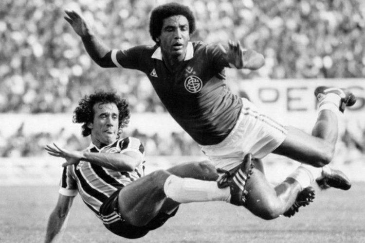 Batista et Geraldão lors d'un Grenal dans les années 80
