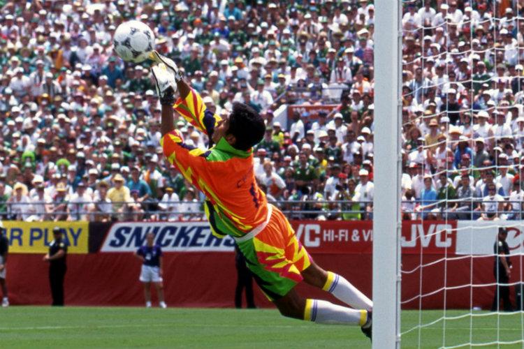 Jorge Campos en action dans les buts