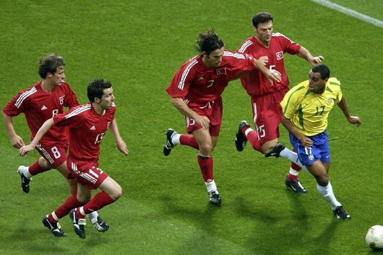 Denilson poursuivi par quatre joueurs turcs