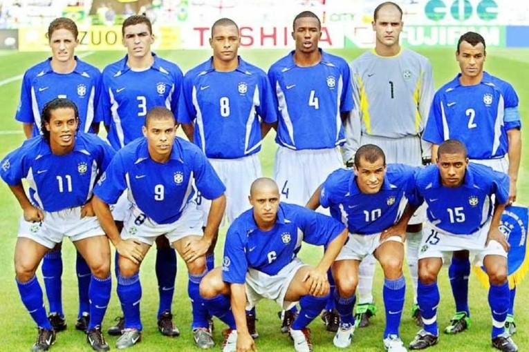 L'équipe du Brésil 2002 qui a affronté l'Angleterre