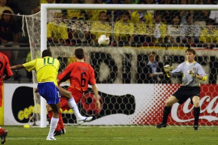 Le but de Rivaldo contre la Belgique en 2002
