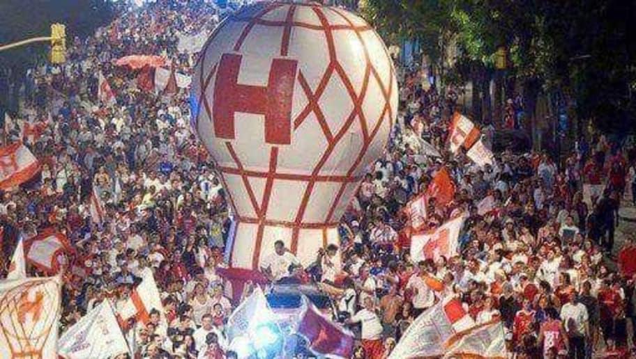 Le Globo Huracán présent lors des célébrations des supporters du club.