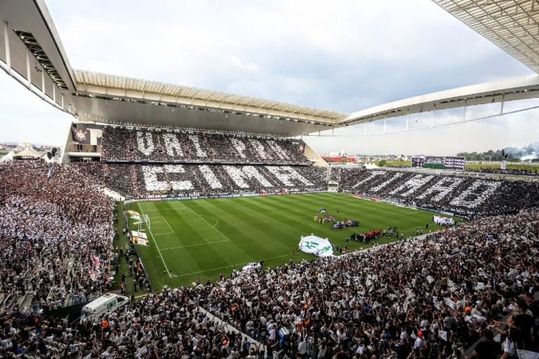 Pour éviter les confrontations entre supporters, les clássicos se jouent actuellement sans supporters visiteurs à l'Arena Corinthians.
