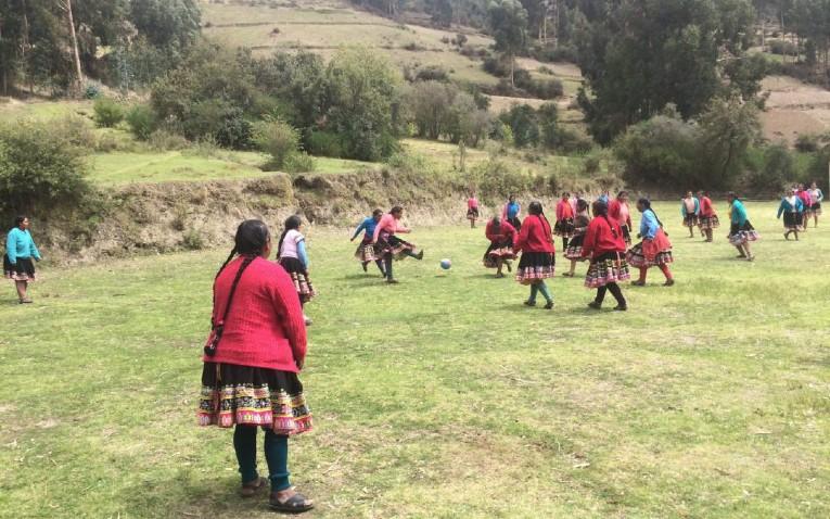 Un match de foot à Churubamba.